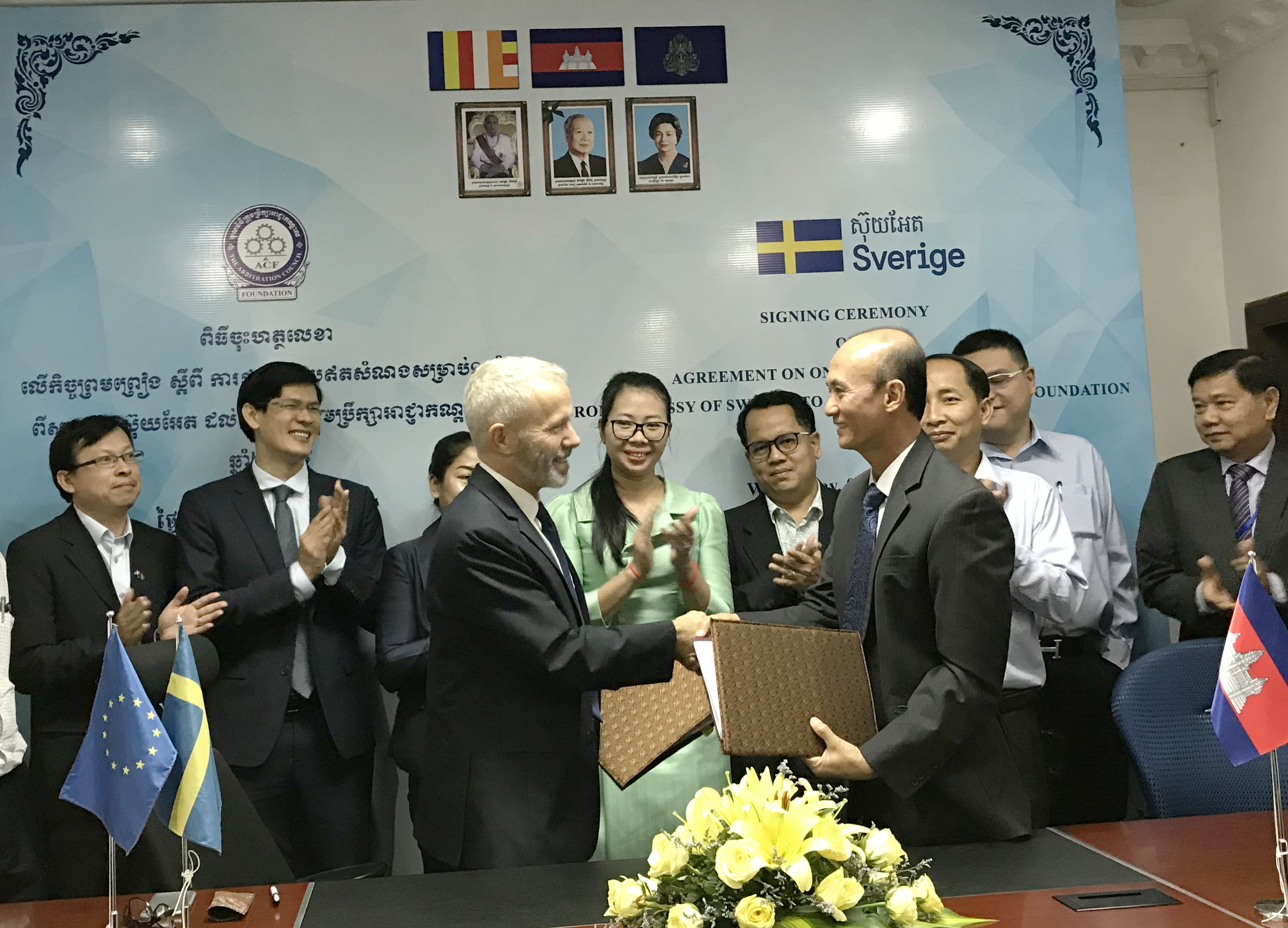 Image of signing ceremony between Sweden and Arbitration Council Foundation.